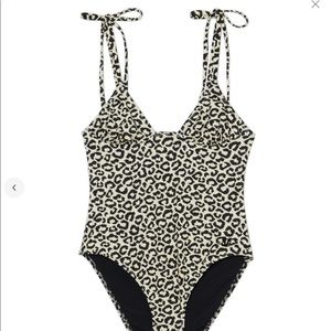 Swimsuit one piece revolve NWT🏷